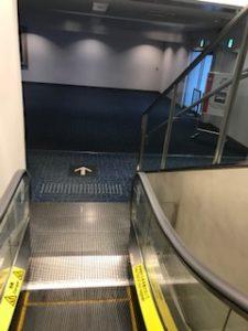 20190217羽田バスターミナルへの階段
