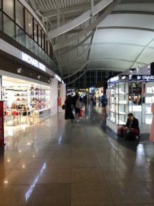 2019バリ島ングラライ空港16搭乗口への通路1