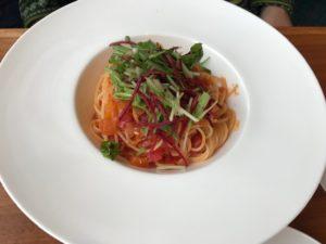 イーストサイドカフェご飯トマトソースパスタ