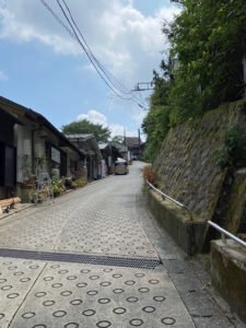 NARAYAカフェ駐車場からの坂道